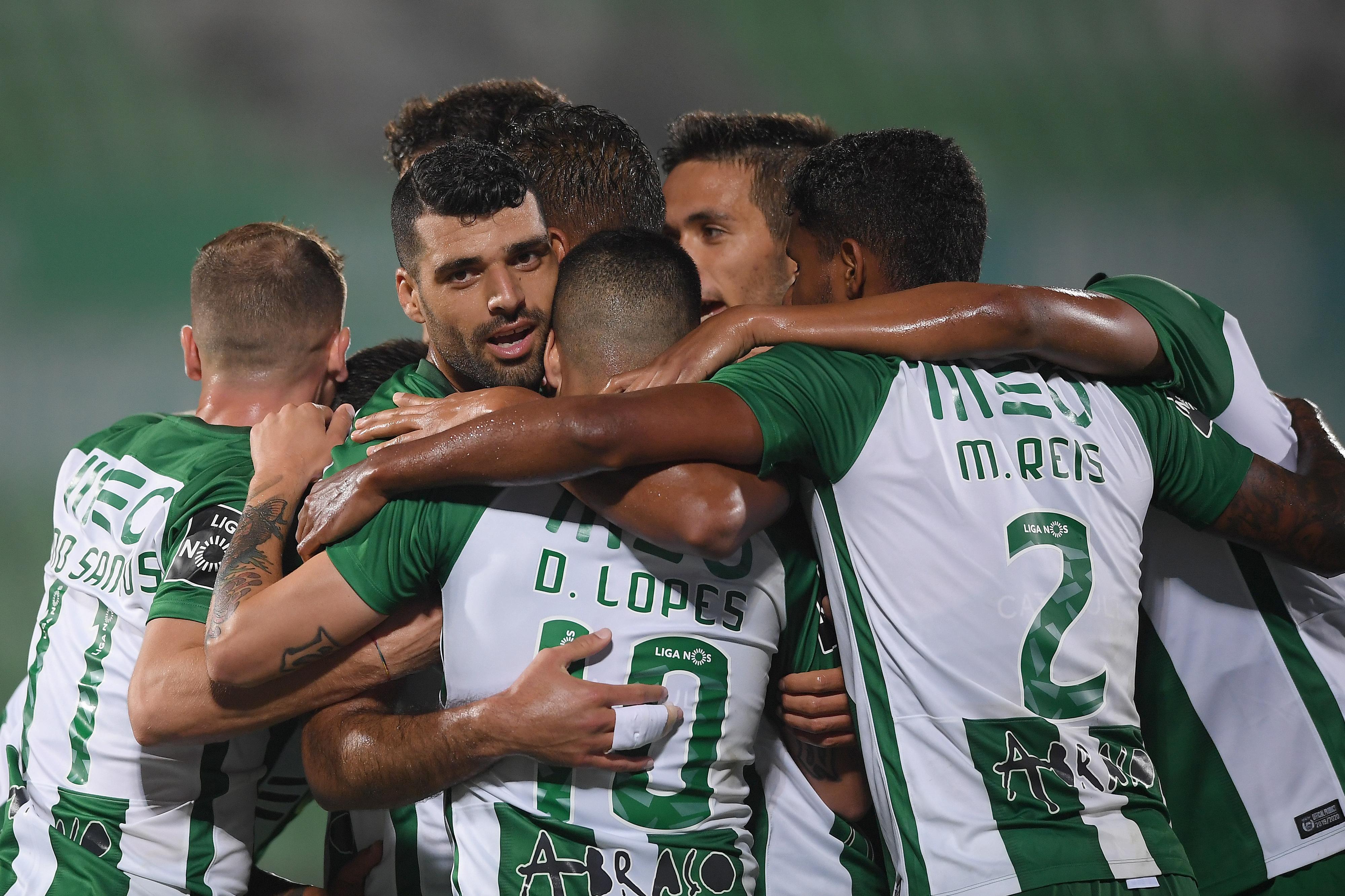 Rio Ave goleia Aves e consegue a primeira vitória no campeonato