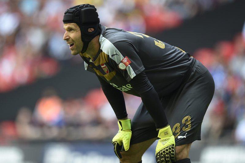 Cech bate recorde de Poborsky e faz história na República Checa