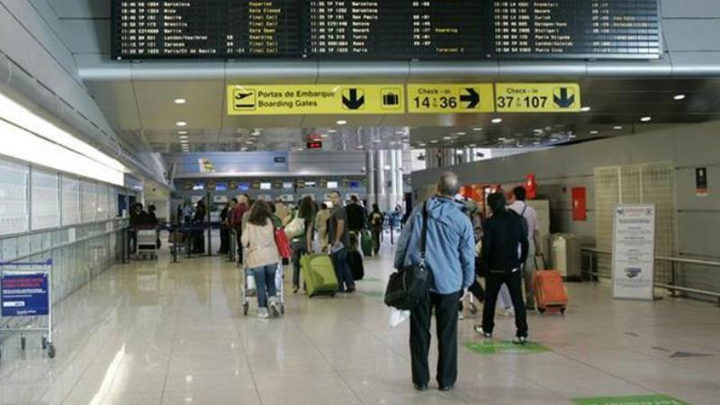 COVID-19: Tempos de espera nos aeroportos aumentam em duas horas por causa das regras de segurança