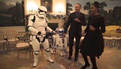 "Barack e Michelle Obama dançam com Stormtroopers no Dia ""Star Wars"""
