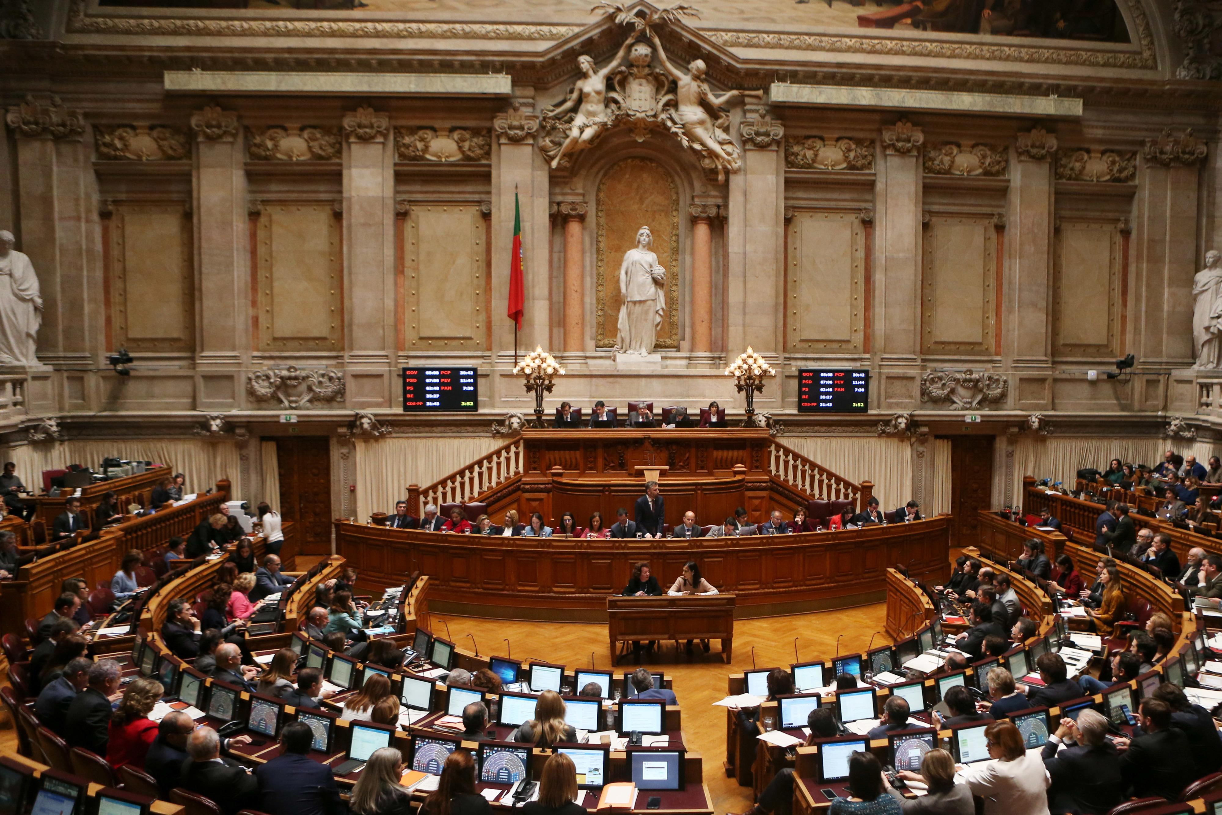 Assembleia da República assinou um contrato de 276 mil euros com uma empresa de motoristas?