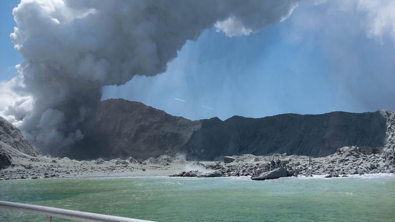 Vulcão entra em erupção na Nova Zelândia e faz pelo menos cinco mortos
