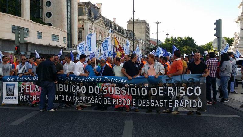 Manifestação junta centenas de polícias em Lisboa
