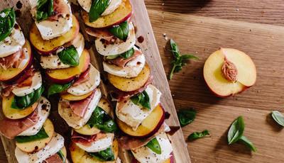 Salada caprese com pêssego, um verdadeiro vício saudável