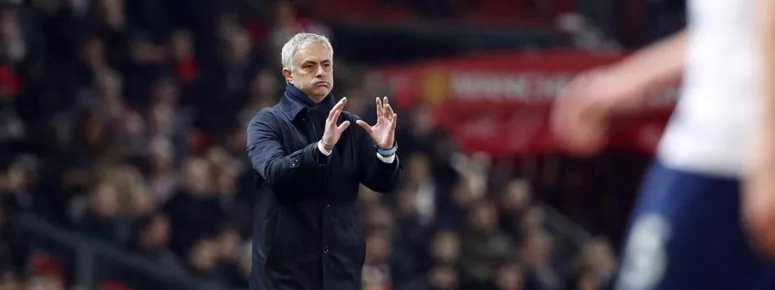 José Mourinho e jogadores do Tottenham apanhados a treinar num parque e a quebrar regras do isolamento