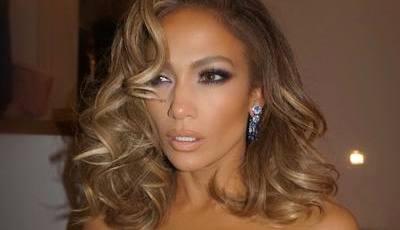 Jennifer Lopez está mais loira que nunca, e nós queremos copiar o look