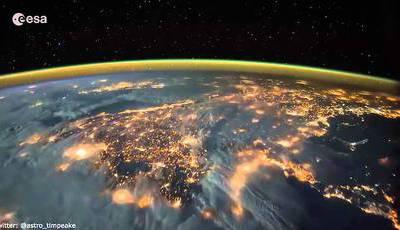 Enquanto nós dormimos, os astronautas veem coisas destas...