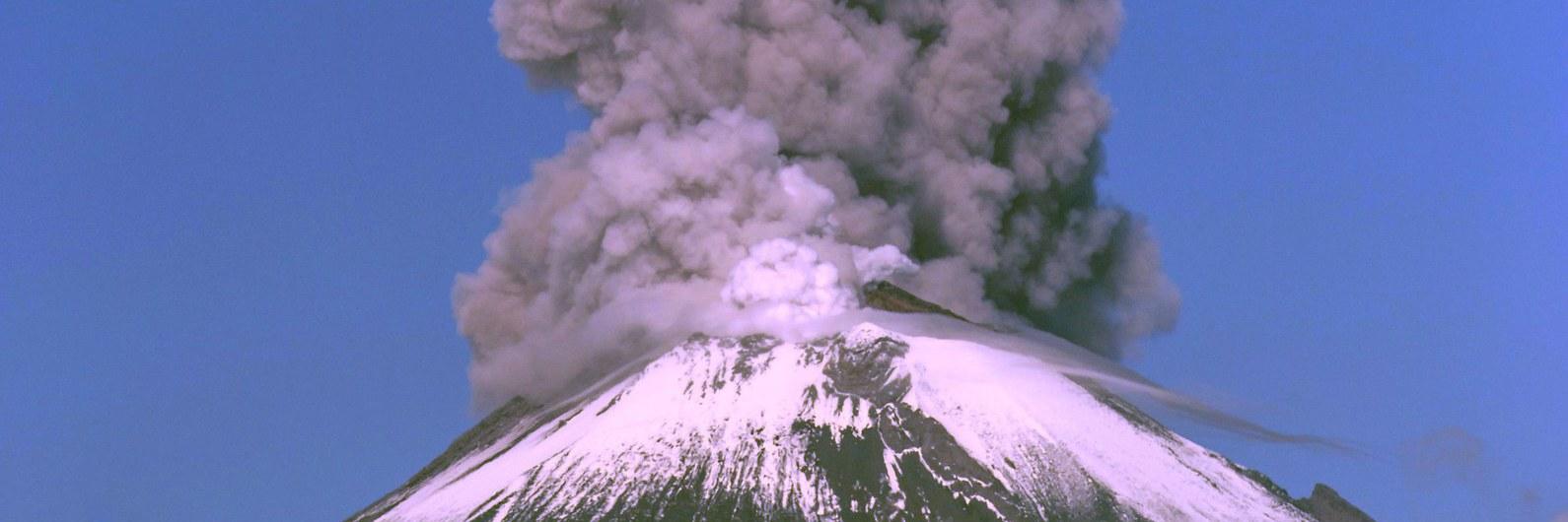 Sismo faz vulcão entrar em erupção no México