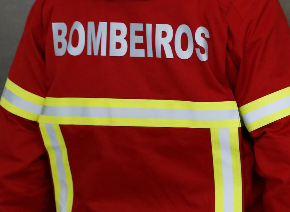 Incêndios: 80 bombeiros e dois meios aéreos combatem fogo em Barcelos