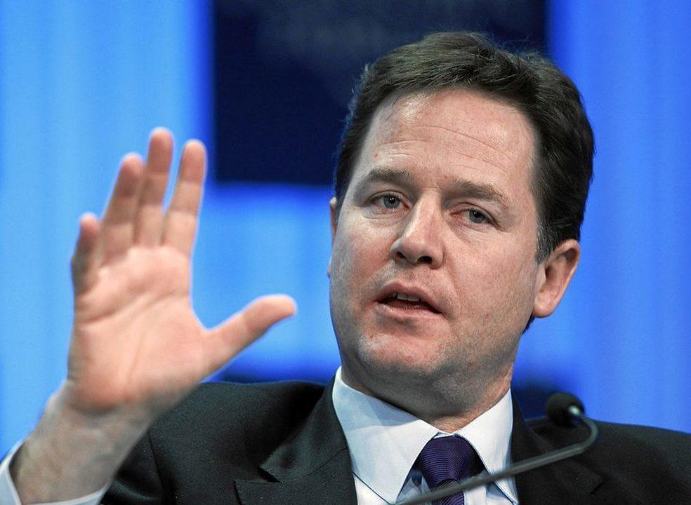 Debaixo de fogo, Facebook recruta antigo vice-primeiro-ministro do Reino Unido