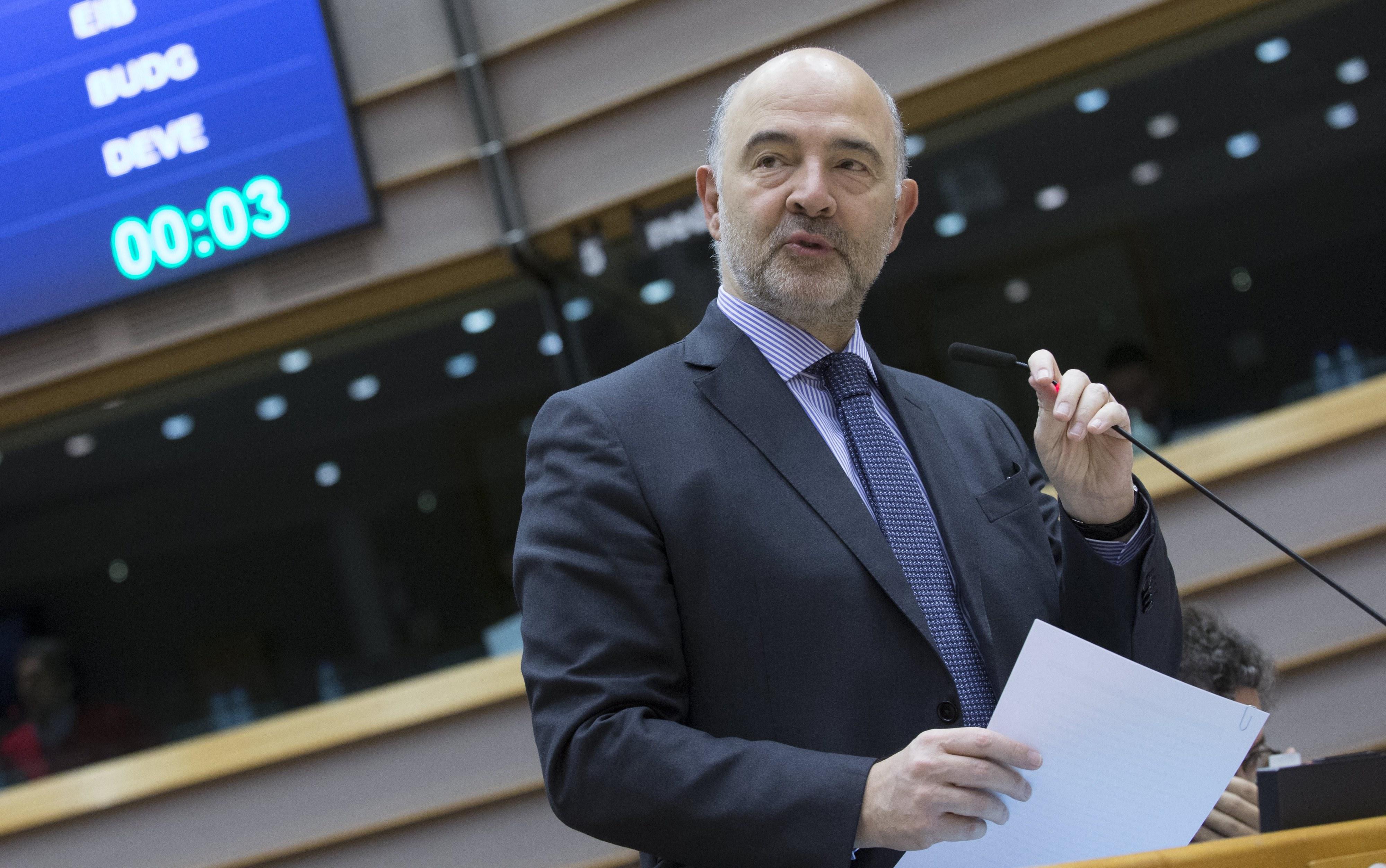 Moscovici vem a Lisboa para discutir com Centeno prioridades do Eurogrupo