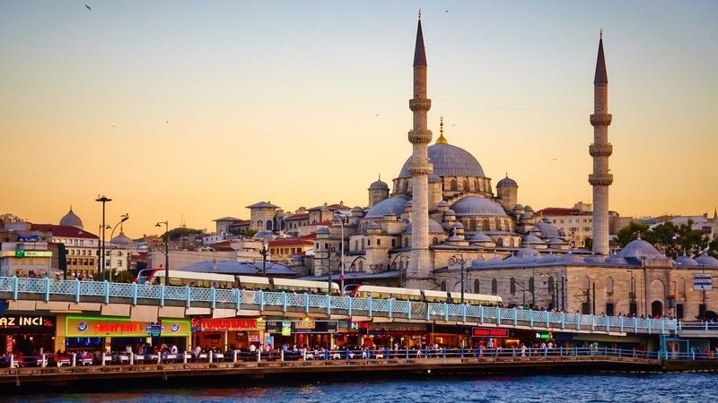 Ministério Público investiga 30 autarcas do PS e PSD por viagem a Istambul paga por empresa