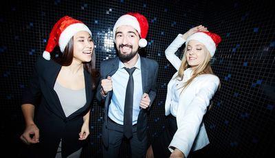 Vai à festa de Natal da empresa? Veja como abrilhantar uma conversa