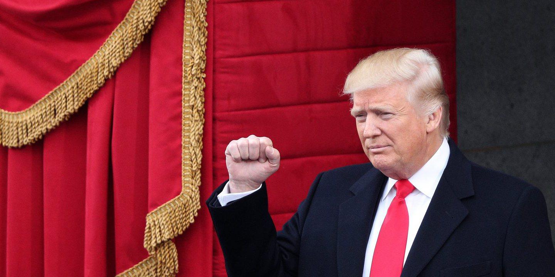 Trump cancela acordo Transpacífico, congela contratações e limita ajuda a ONG's que apoiam o aborto