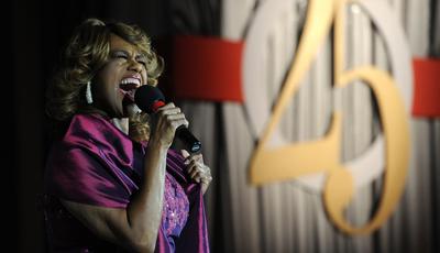 Estrela da Broadway Jennifer Holliday recusa-se a cantar para Trump