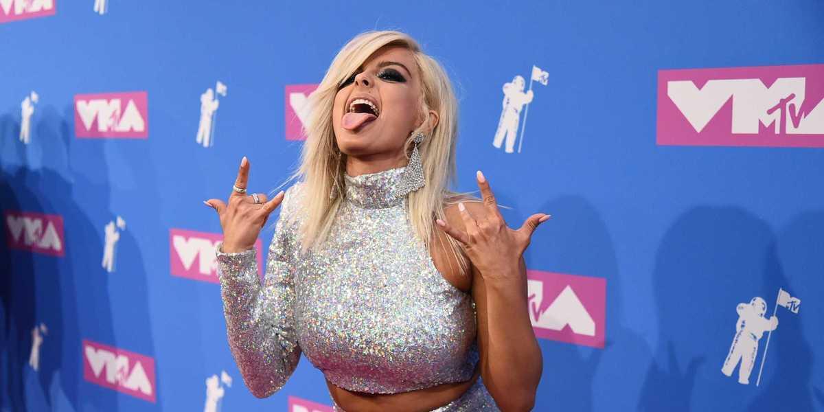 Lantejoulas e metálicos: Os visuais que brilharam nos MTV VMA