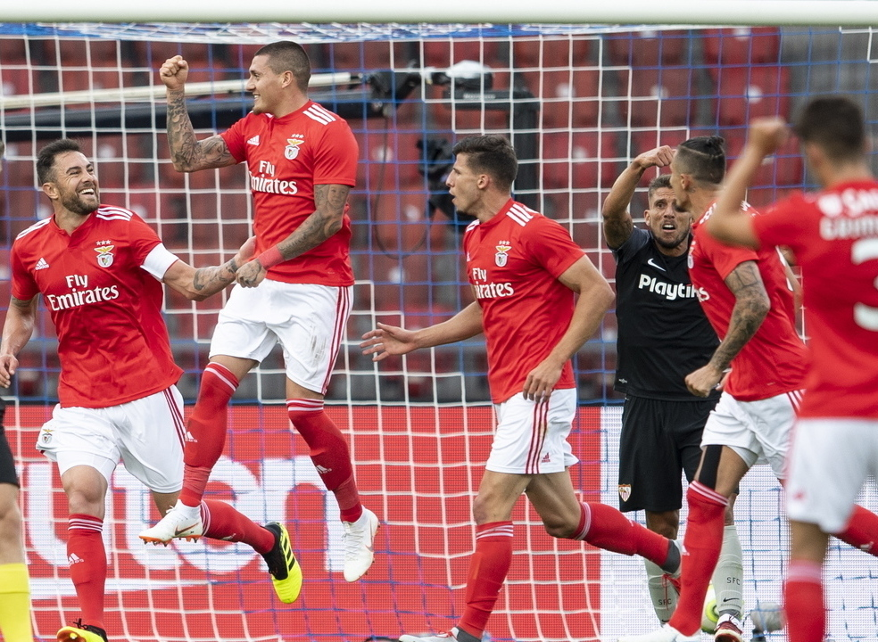 Benfica vence Sevilha com um golo de Castillo