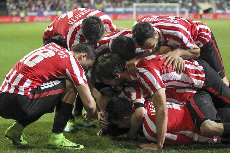 Athletic Bilbau vence Eibar no dérbi basco e mantém-se na corrida à Liga Europa