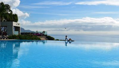 14 hotéis nacionais com piscinas exteriores fantásticas