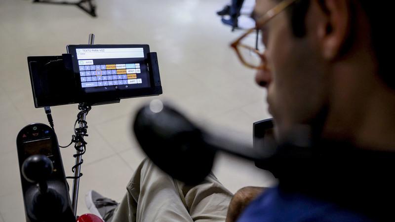 """Implante no cérebro permitiu a pessoas com paralisia usar """"tablets"""" com o pensamento"""