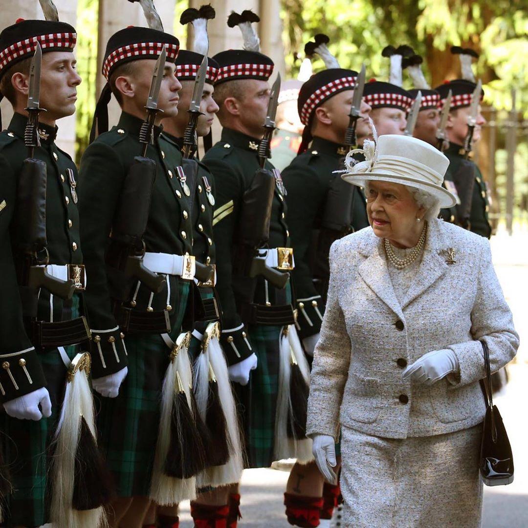 """Desabafos da duquesa de Sussex agitam a família real britânica. """"Estão todos muito preocupados, até a rainha"""", alertam especialistas"""