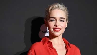 Emilia Clarke: Os looks que marcaram o estilo da atriz