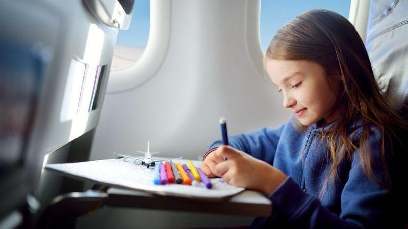 Dicas para viajar de avião com os seus filhos
