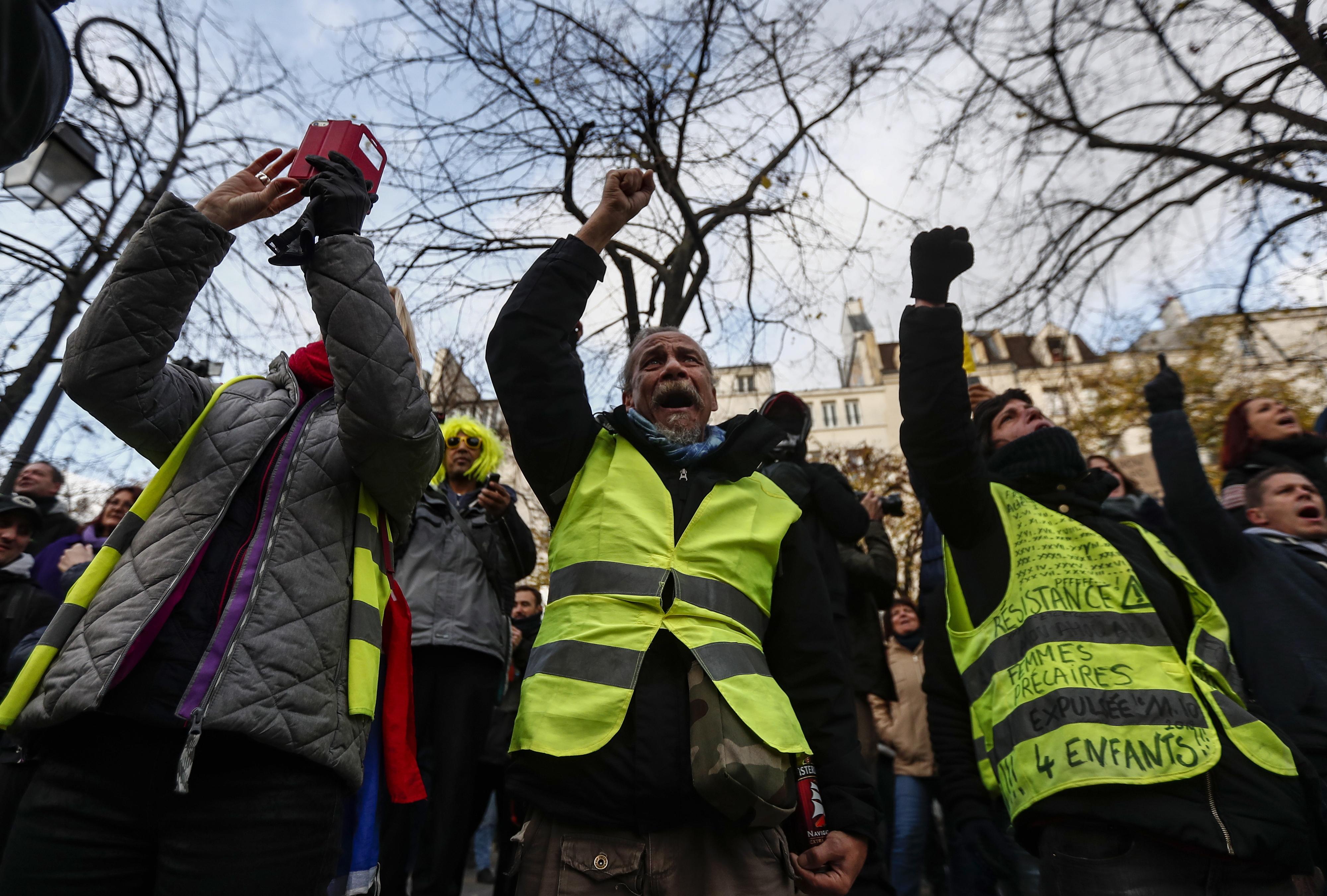 """França. Detidas 15 pessoas em Paris em mais uma manifestação dos """"coletes amarelos"""""""