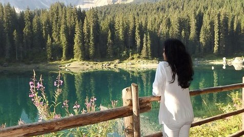 Lago di Carezza, o lago arco-íris