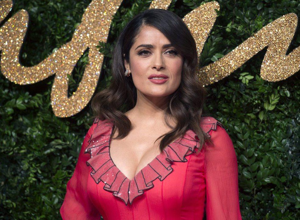 Banhos, massagens e muito mais: Salma Hayek descreve exigências impressionantes de Harvey Weinstein