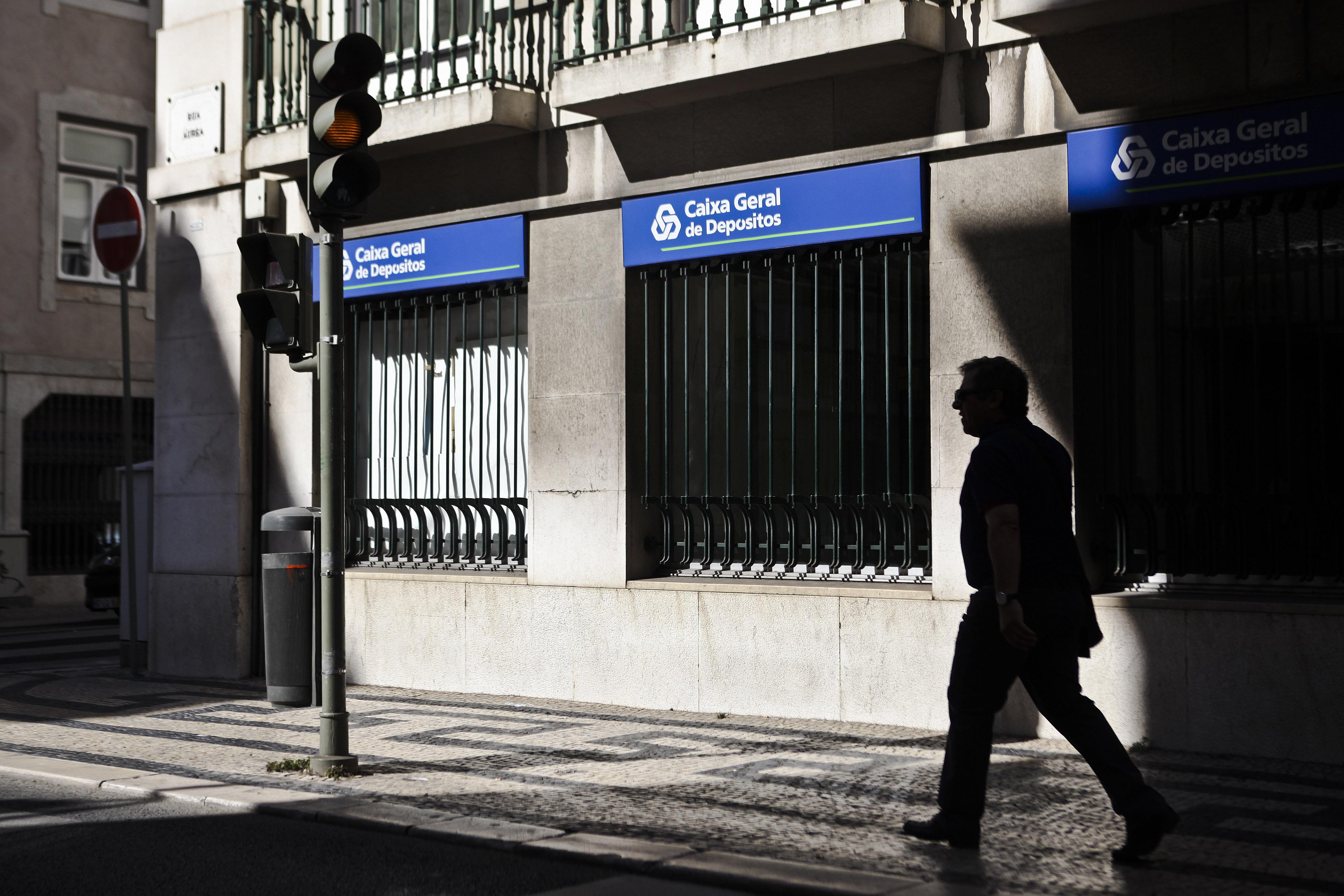Banco público pagou 1,2 milhões de euros a McKinsey e advogados em 4 meses