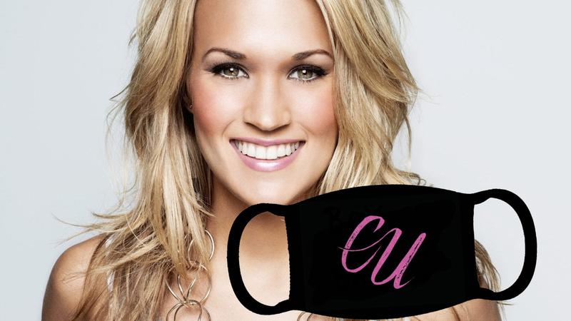 Viral: Carrie Underwood lança máscara com as iniciais do seu nome... e fãs que falam português acham hilariante
