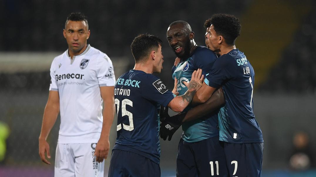 Alvo de insultos racistas, Marega abandona o jogo no D. Afonso Henriques