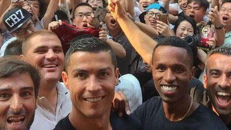 Cristiano Ronaldo recebido com entusiasmo pelos chineses