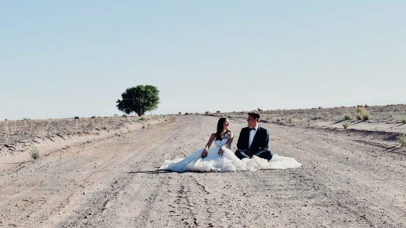 Casal português está há dois anos a viajar pelo mundo vestido de noivos