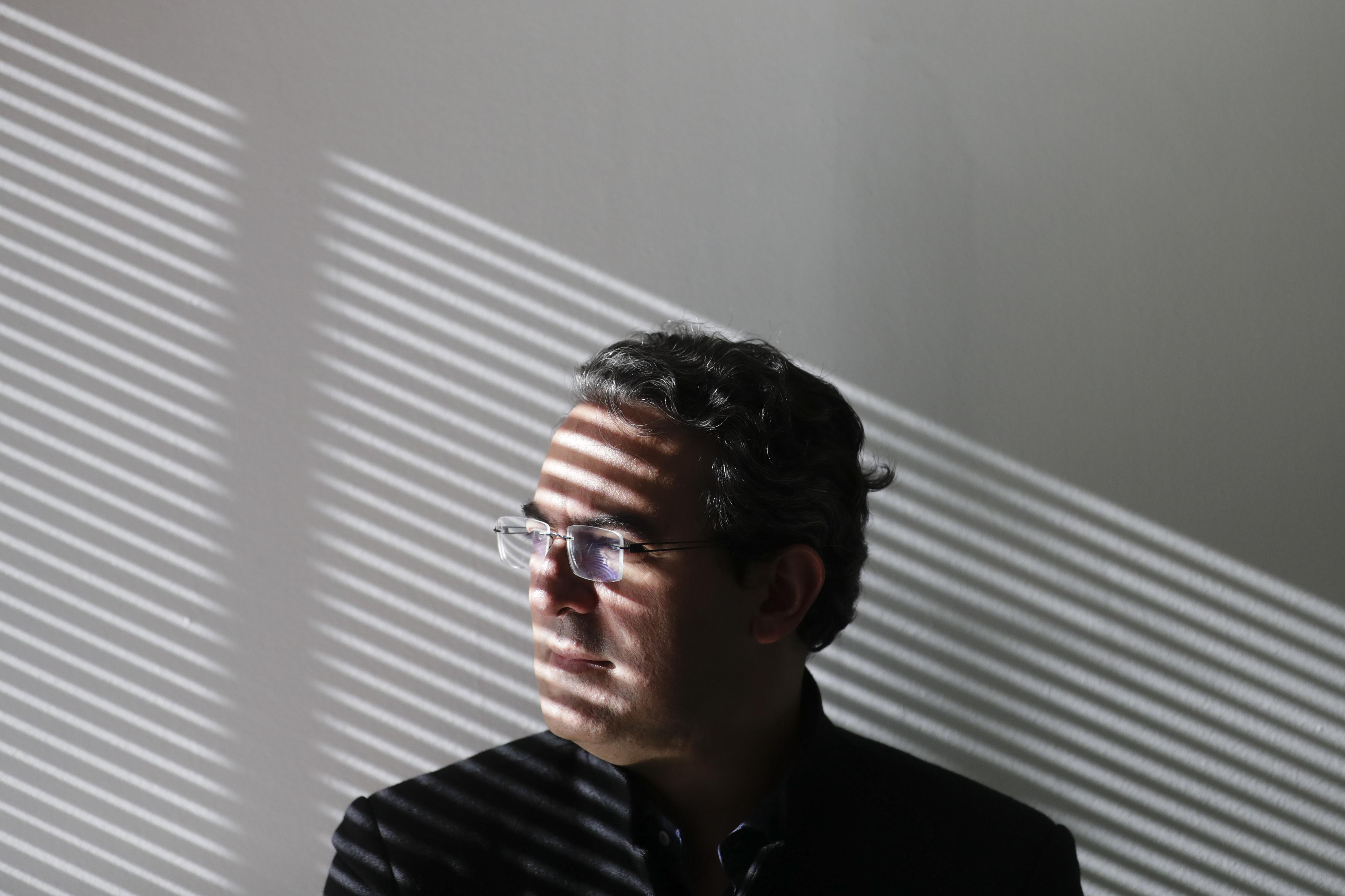 Juan Gabriel Vásquez: O romance é um protesto contra o apagamento da história