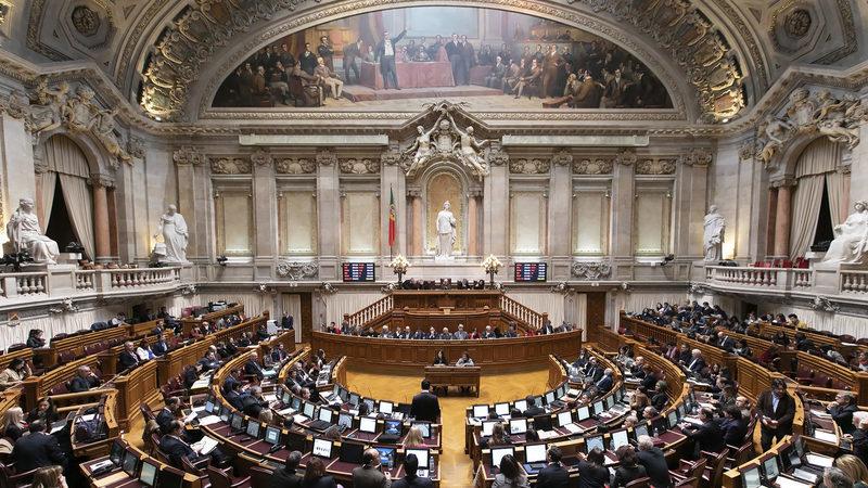 Parlamento aprova na generalidade travão às comissões no MB Way