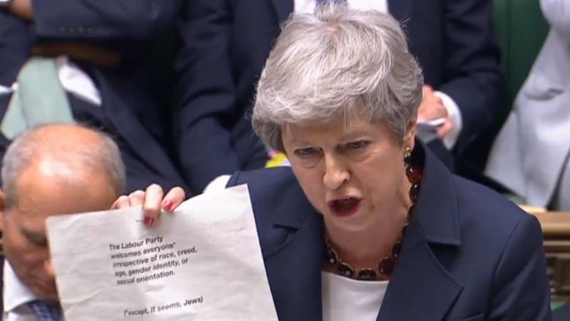 Theresa May acusa Corbyn de fracasso em acabar com antissemitismo no partido Trabalhista