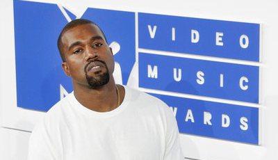 Artistas criam estátua de Kanye West inspirada em Jesus