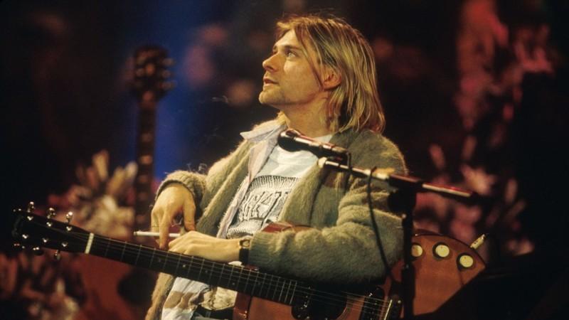 Uma guitarra, um contrato e um casaco mítico. Três objetos míticos de Kurt Cobain vão a leilão