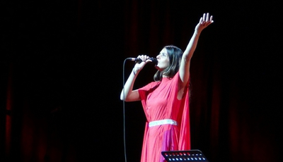 """""""Vocês batem palmas e eu choro"""". Cuca Roseta emociona-se em concerto na JMJ"""