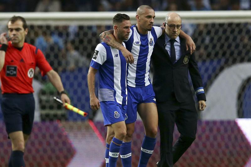 Dirigente do FC Porto pede resposta para mulher de Maicon