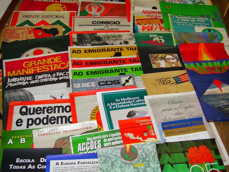 A Revolução também se conta com panfletos e Gualberto tem milhares para mostrar