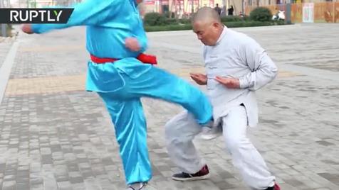 """Mestre de Kung Fu ensina como ter """"bolas de aço"""""""