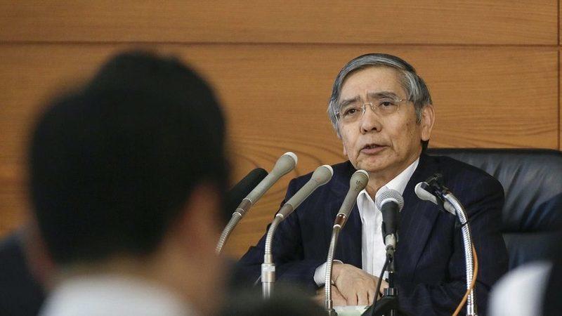 """Política de juros baixos do Japão dura """"pelo menos"""" mais um ano"""