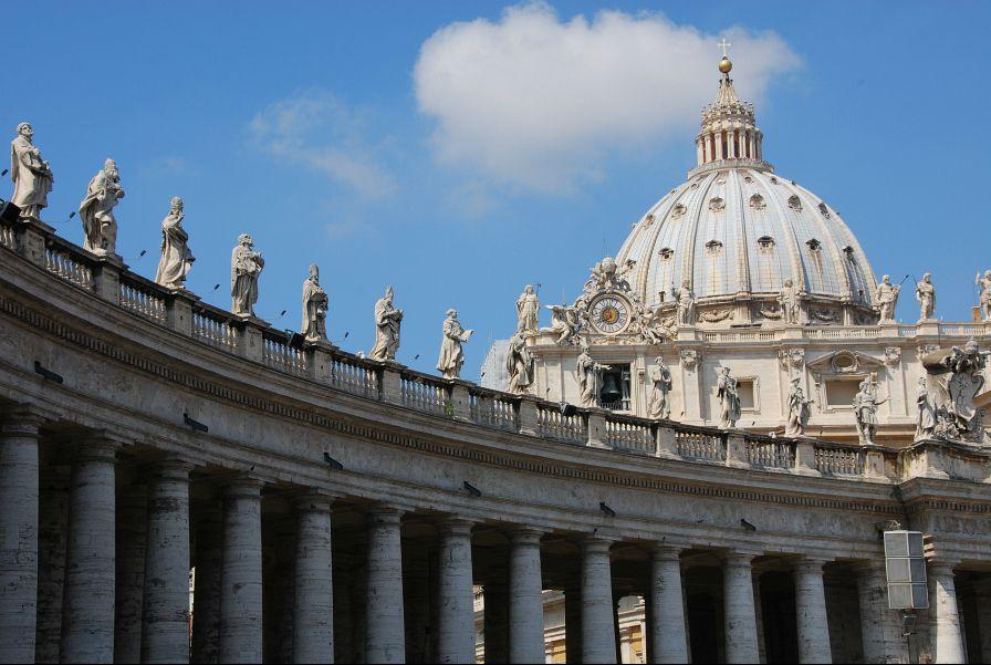 Sacerdotes que abusam são responsáveis perante autoridades civis, diz arcebispo de Bombaim