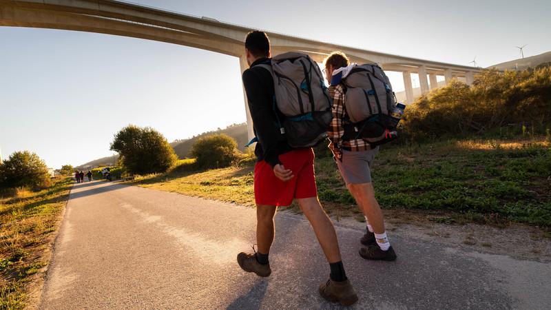 Pedro e Duarte saíram de mochila às costas à descoberta do Caminho de Santiago que atravessa o Interior de Portugal