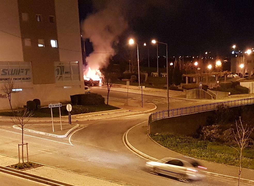 Esquadra da PSP na Bela Vista foi atacada com cocktails molotov, na mesma noite em que vários carros foram incendiados em Odivelas