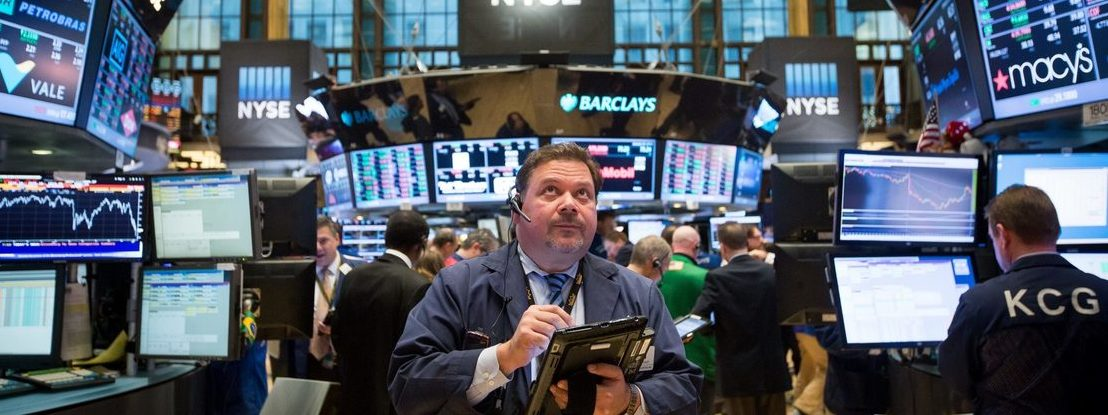 Emprego e negociações comerciais animam Wall Street