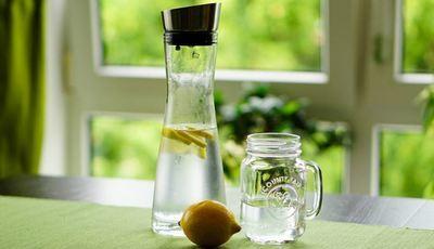 Beber 8 copos de água diariamente: facto ou ficção?